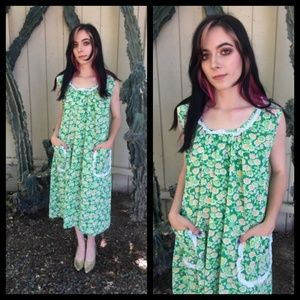 Pretty Vtg 60s 70s green floral house dress!